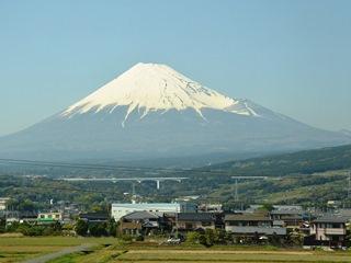 新幹線車中から望む富士山4