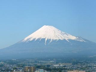 新幹線車中から望む富士山5