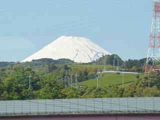 新幹線車中から望む富士山1