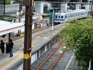 汐見橋駅車両入線