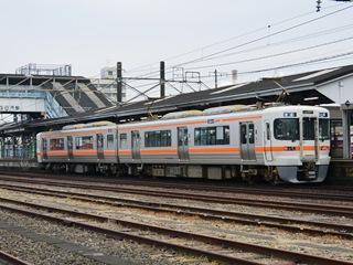 JR四日市駅に停まる車両1