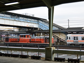 JR四日市駅に停まる車両2