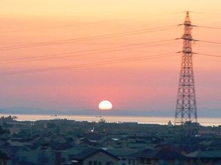 北陸新幹線の車窓・魚津市内から富山湾夕焼けを望む