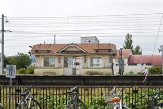 JR近文駅ホーム待合室1