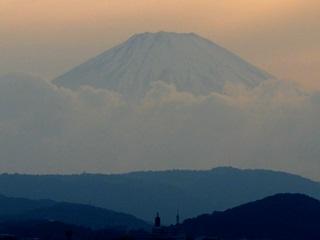 赤富士と東海大学電波塔