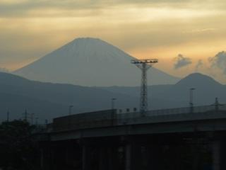 赤富士と小田原厚木道路