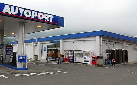 Autoportストアではガソリン、軽油、灯油も販売。