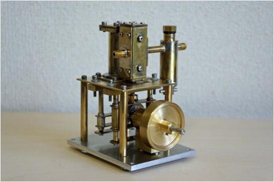 蒸気エンジン 電気式ボイラーの...