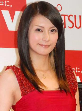 赤いドレスの柴咲コウ