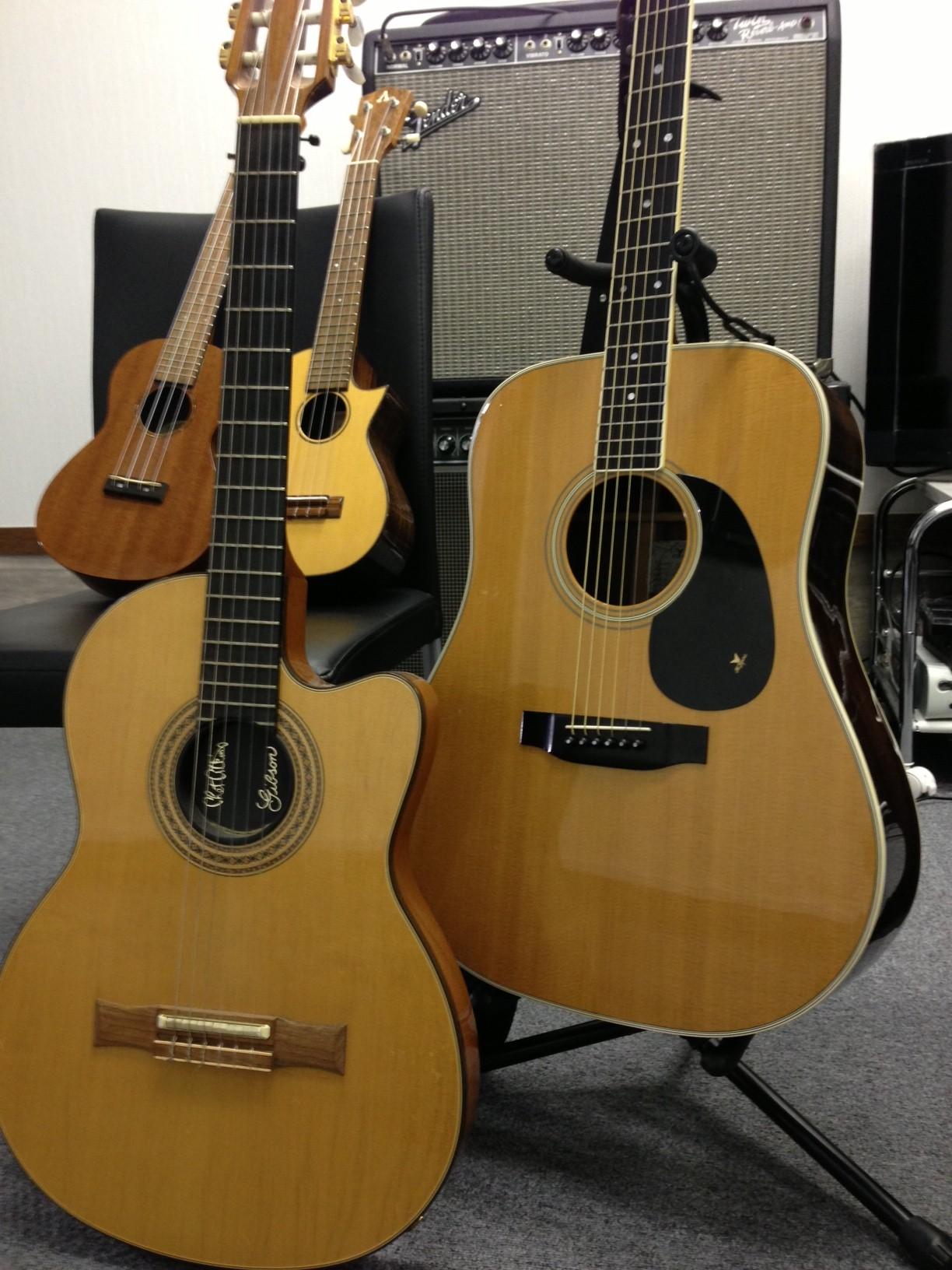 アコースティックギターとウクレレ